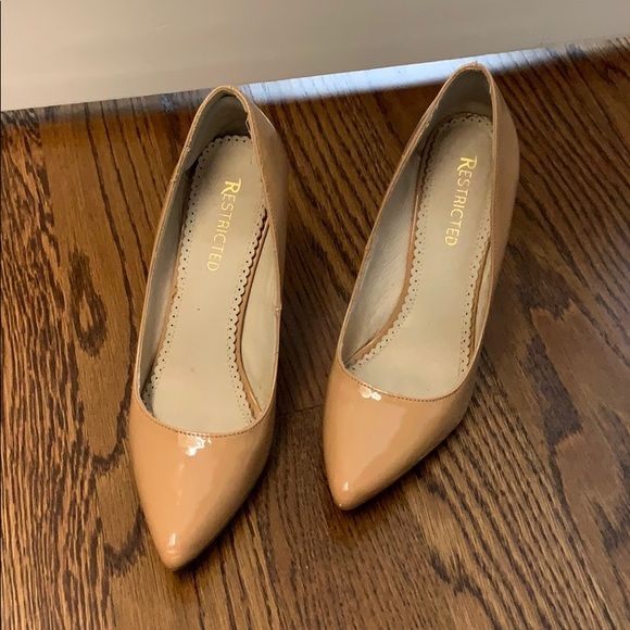 Restricted Shoes - Tan patent leather look